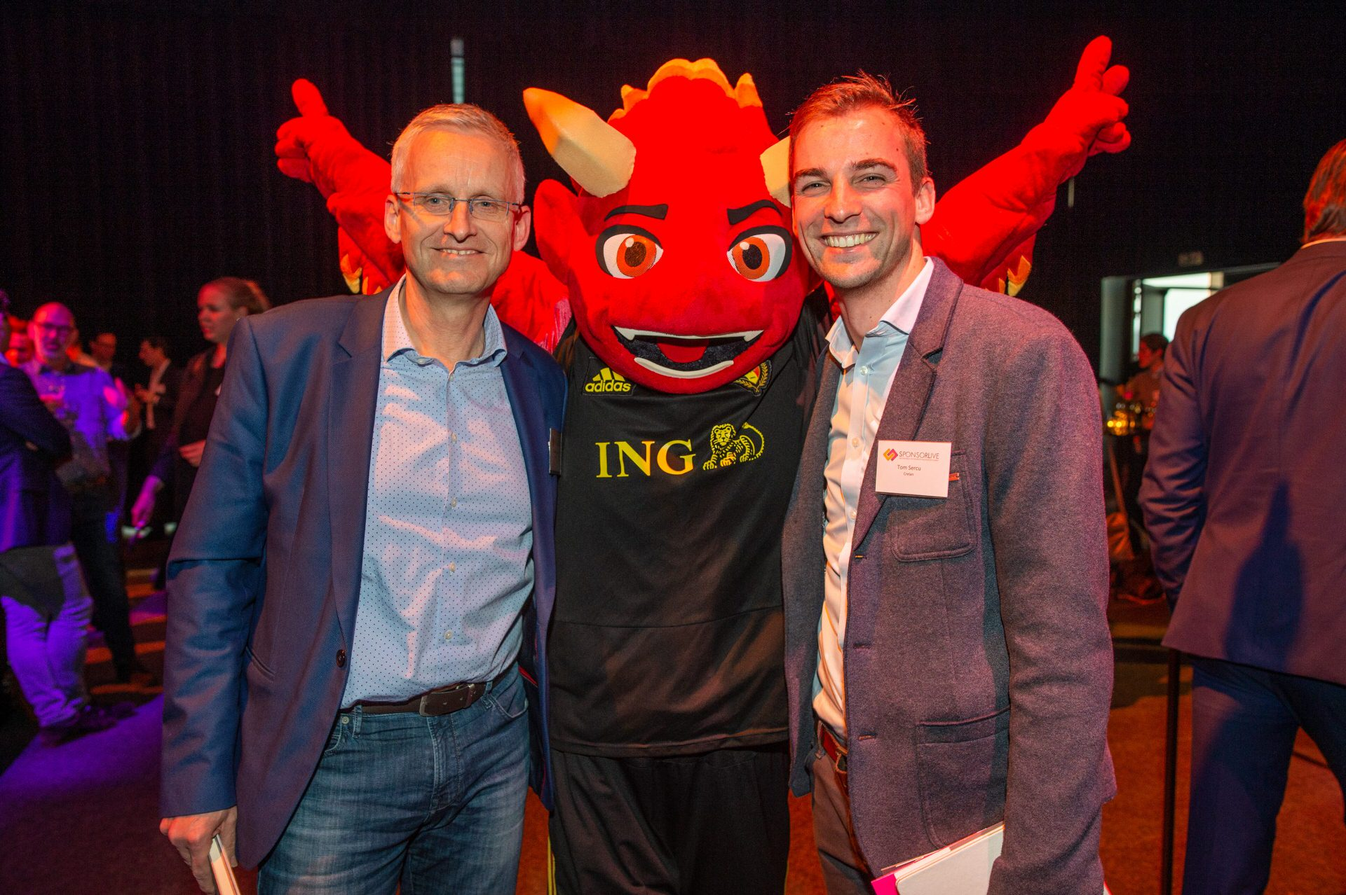 Guests with ING RED mascot during the dinner at SponsorLive